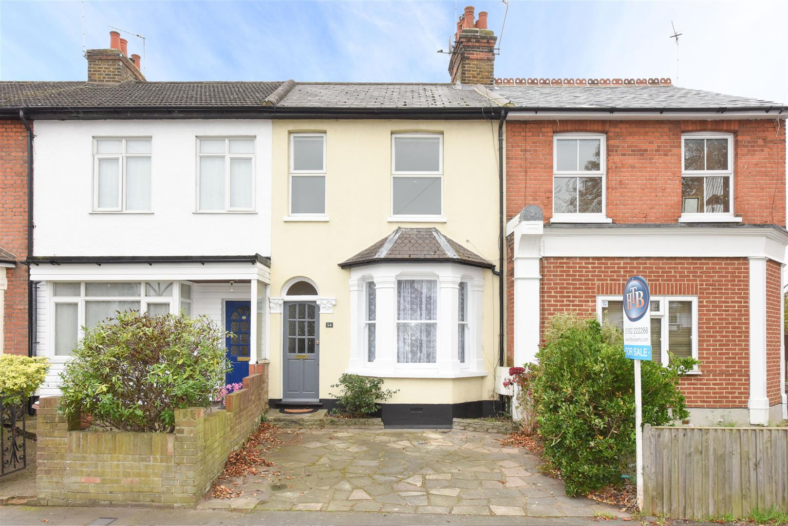 3 Bedrooms Terraced House for sale in Cottimore Lane, Walton-On-Thames